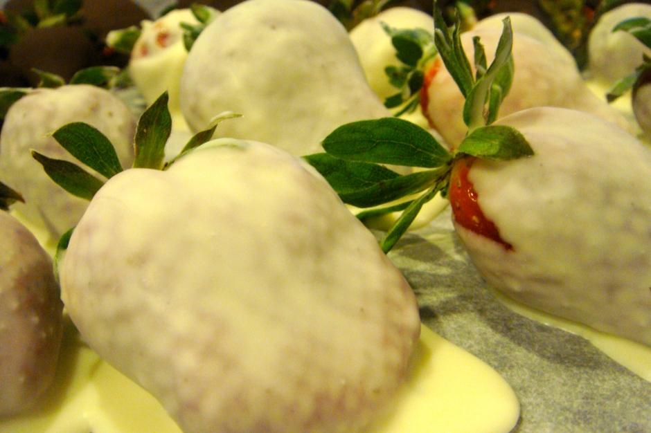 how to make chocolate coated strawberries